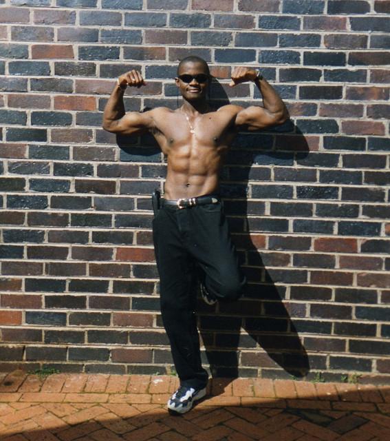 Idai Makaya Double Biceps